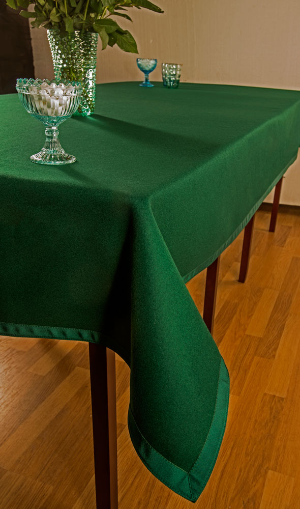 https://www.simonlucasbridgesupplies.co.uk/wp-content/uploads/2017/02/BC12-Luxury-Green-Baize-Boardroom-Cloth-Long-Rectangle-2.jpg